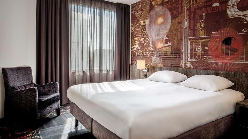 Crown Hotel Eindhoven - Edit_Room4.jpg