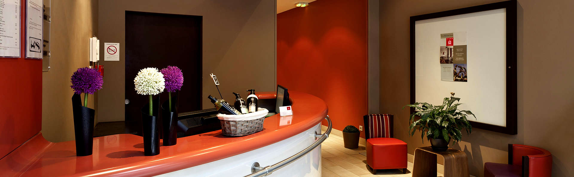 City Lofthotel Saint-Etienne - Edit_Reception.jpg