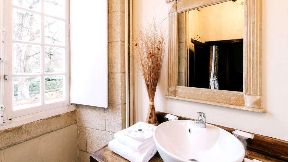 Château Les Dryades - Edit_Bathroom.jpg