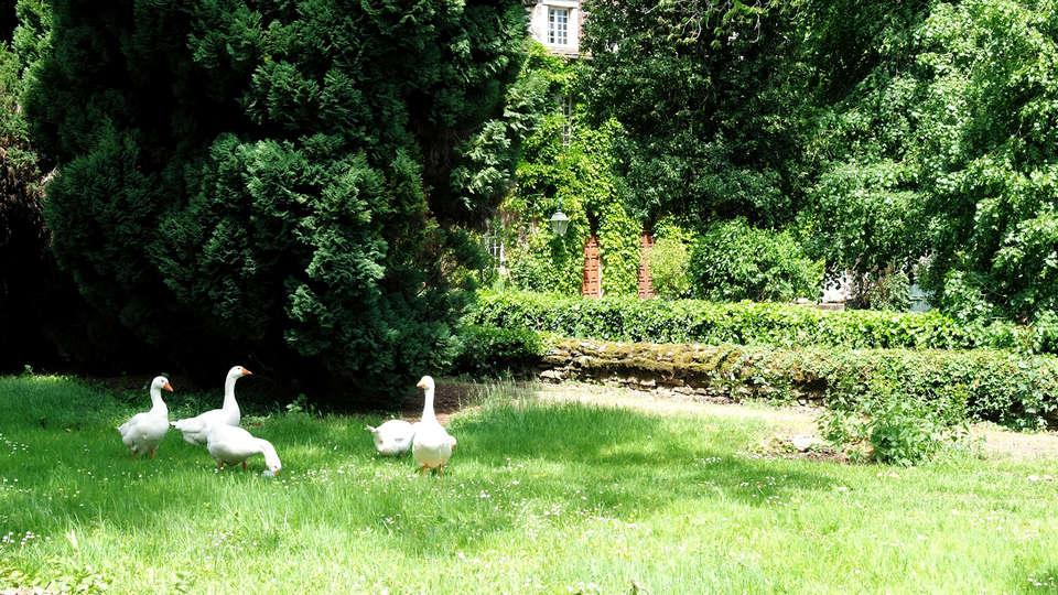 Château Les Dryades - Edit_Garden.jpg