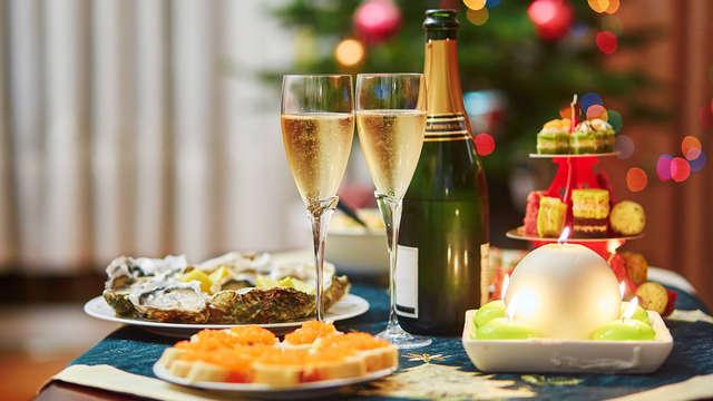 2 Coupes de champagne accompagnée de biscuits salés pour 2 adultes