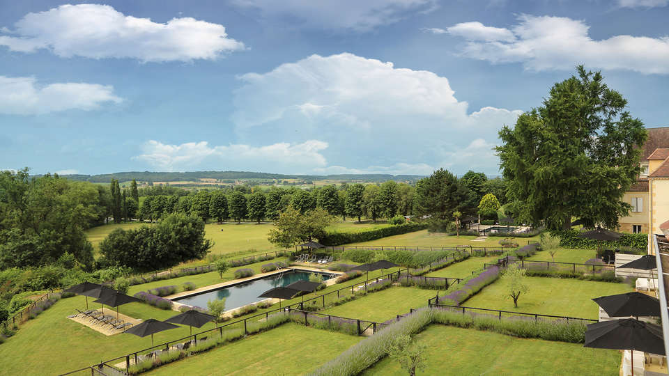 Château Les Merles - EDIT_garden.jpg