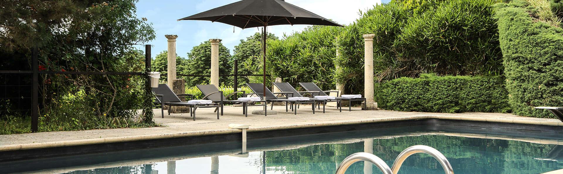 Château Les Merles - EDIT_NEW_pool1.jpg