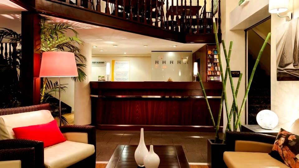 Comfort Hotel Astoria  - Edit_Reception.jpg