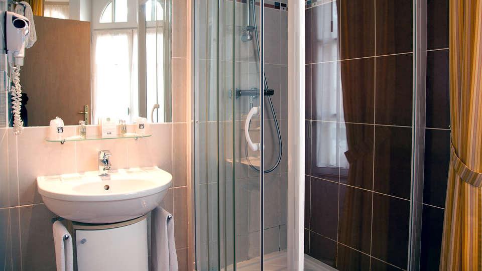 Hotel Dinard Balmoral - Edit_Bathroom.jpg
