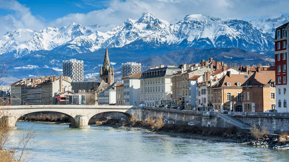Comfort Suites Universités Grenoble Est - Edit_Grenoble2.jpg