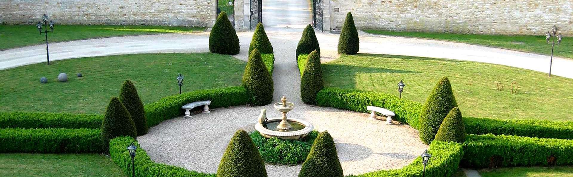 Domaine de Barive - Edit_Garden2.jpg