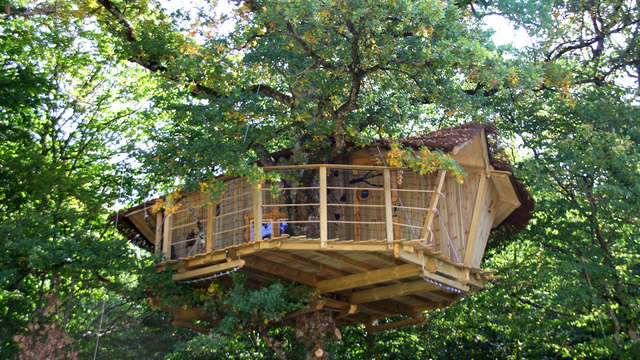 Escapada insólita cerca de poitiers en una casa en el árbol.
