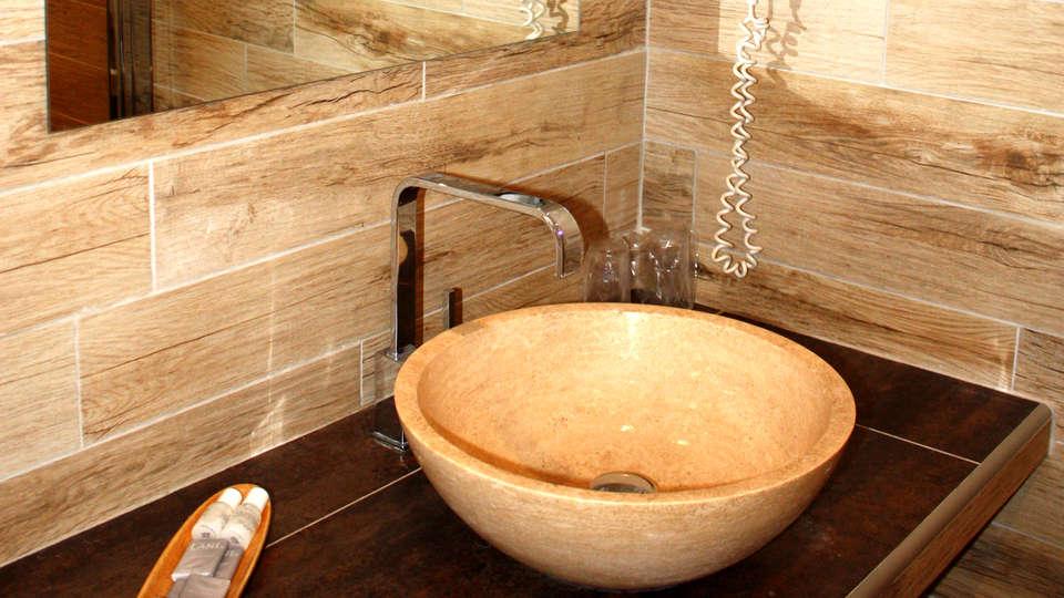 Le Mas de la Senancole - Edit_Bathroom.jpg
