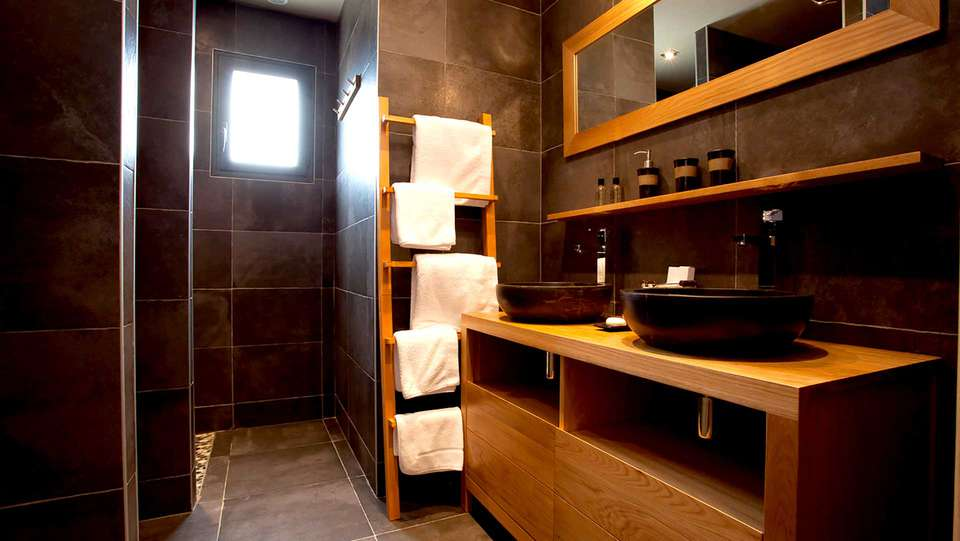 Domaine de Chalvêches - Edit_Bathroom4.jpg
