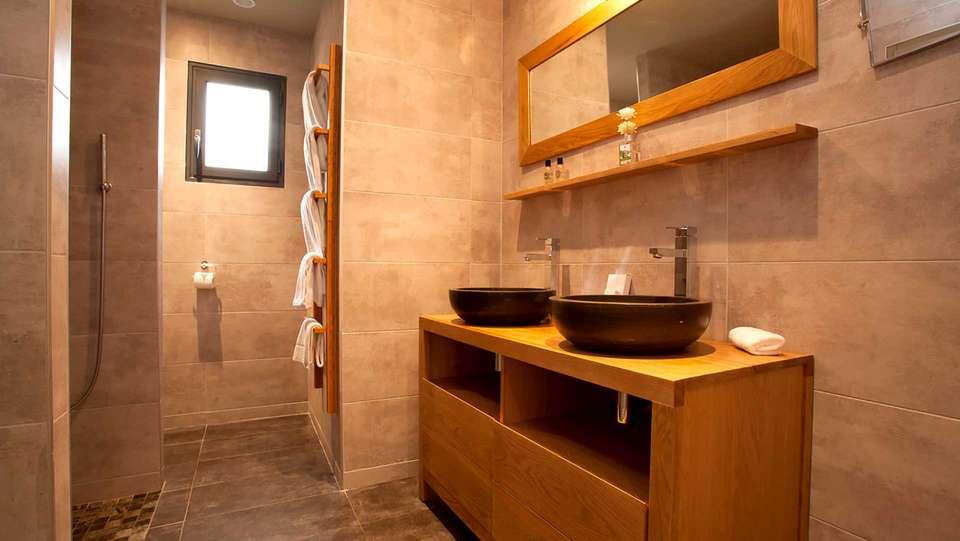 Domaine de Chalvêches - Edit_Bathroom3.jpg