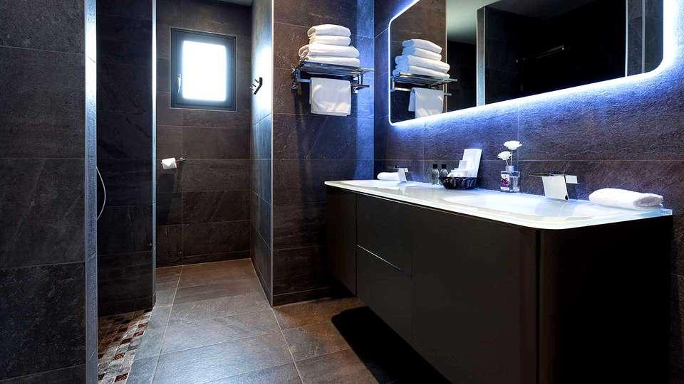 Domaine de Chalvêches - Edit_Bathroom.jpg
