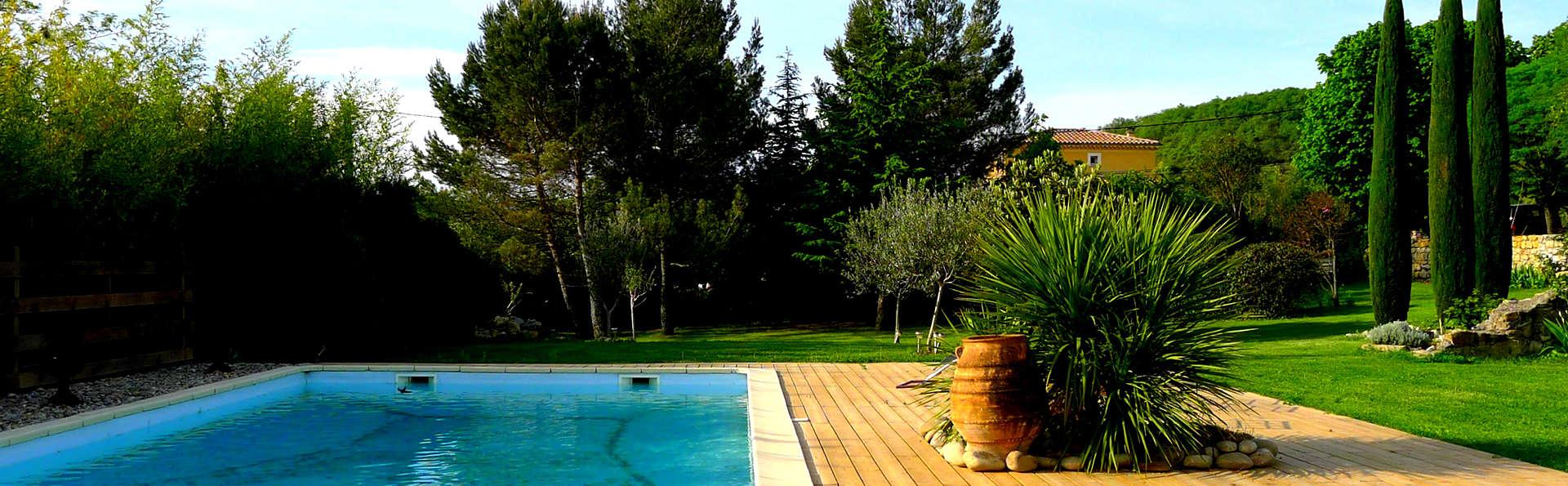 Chambre d'Hôtes - Domaine de la Manse - Edit_Pool.jpg