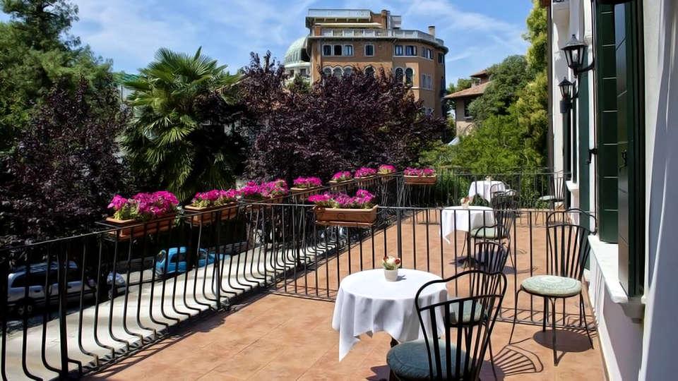 Hotel Villa Edera - Edit_Terrace.jpg