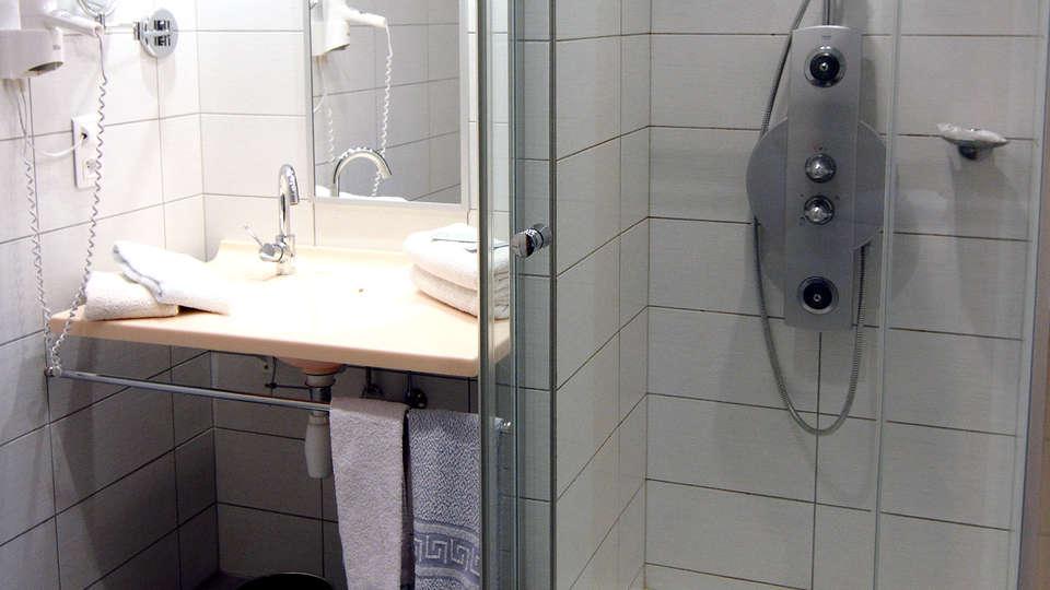 Hôtel Restaurant et Spa Au Tilleul - Edit_Bathroom.jpg