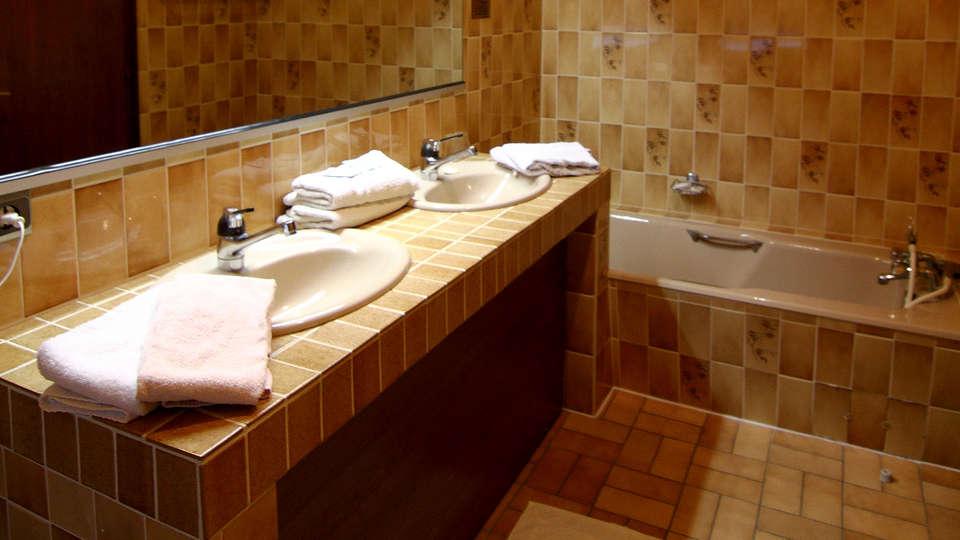 Hôtel Restaurant et Spa Au Tilleul - Edit_Bathroom2.jpg