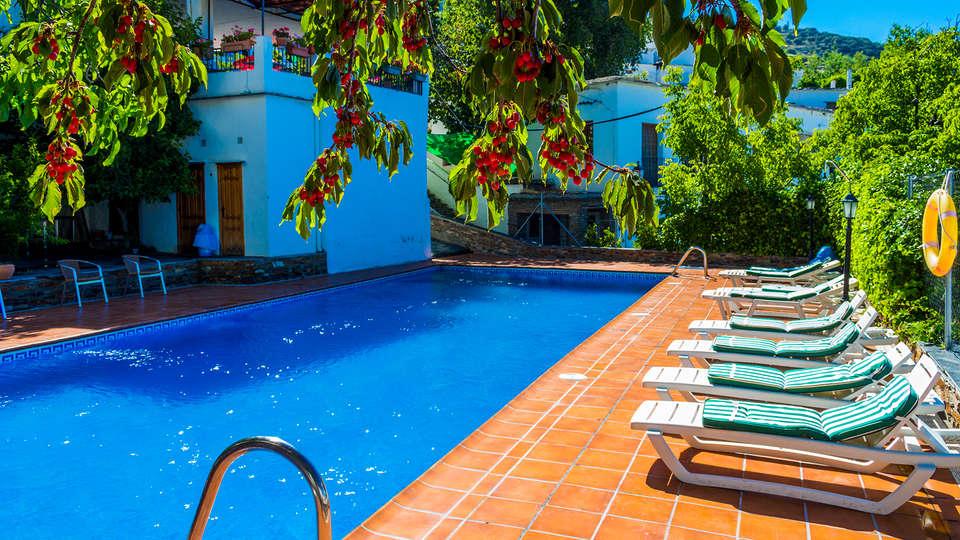Hotel Rural Real de Poqueira - Edit_Pool3.jpg