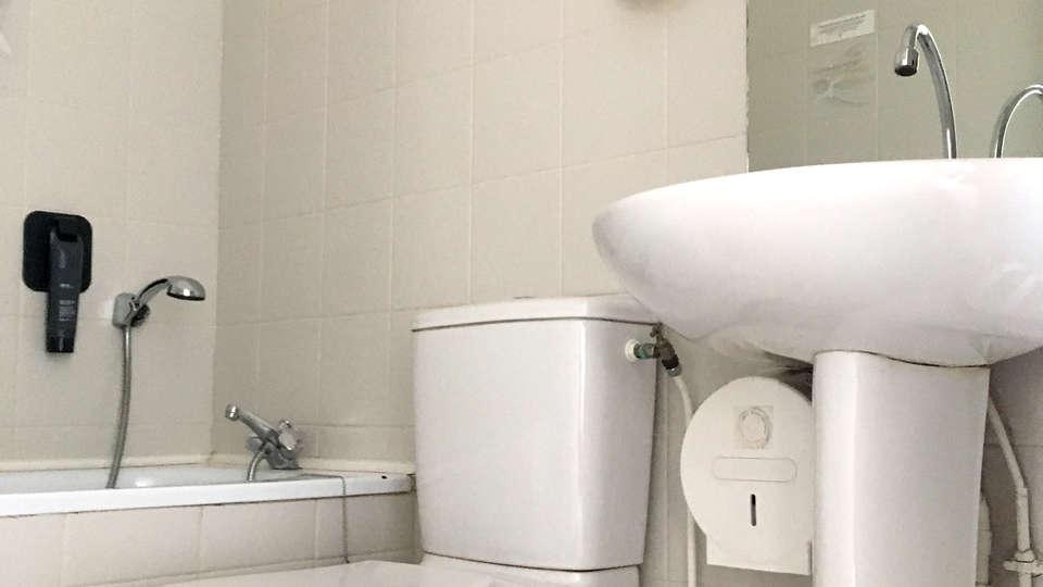 Hotel La Terrasse - Edit_Bathroom.jpg
