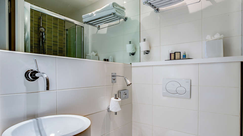 Five Boutique Hotel Paris Quartier Latin  - Edit_Bathroom.jpg
