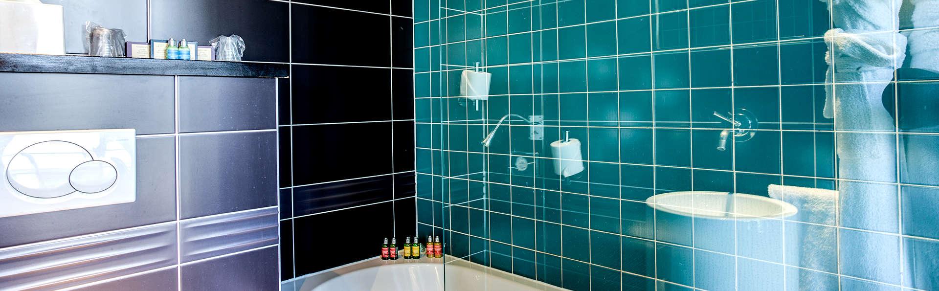 Five Boutique Hotel Paris Quartier Latin  - Edit_Bathroom2.jpg