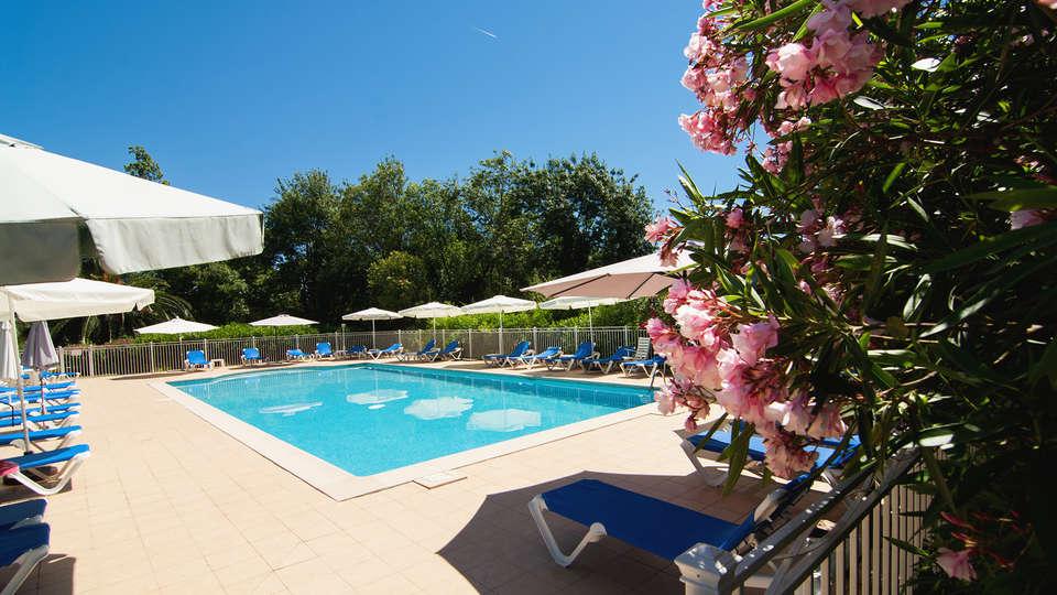 Golf Park Hôtel - EDIT_Pool_1.jpg