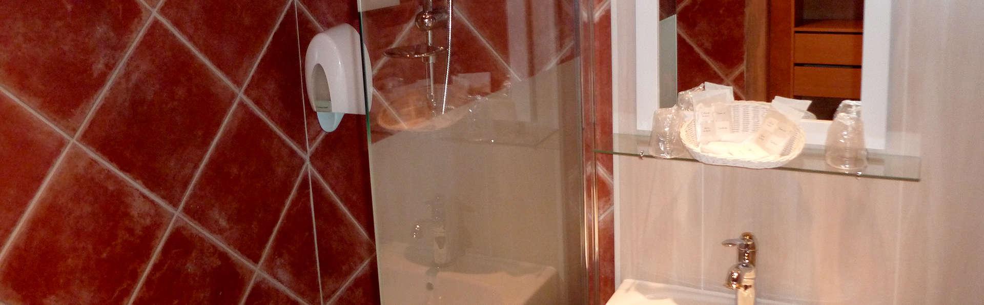 Hôtel Restaurant Les Pins - Edit_Bathroom.jpg