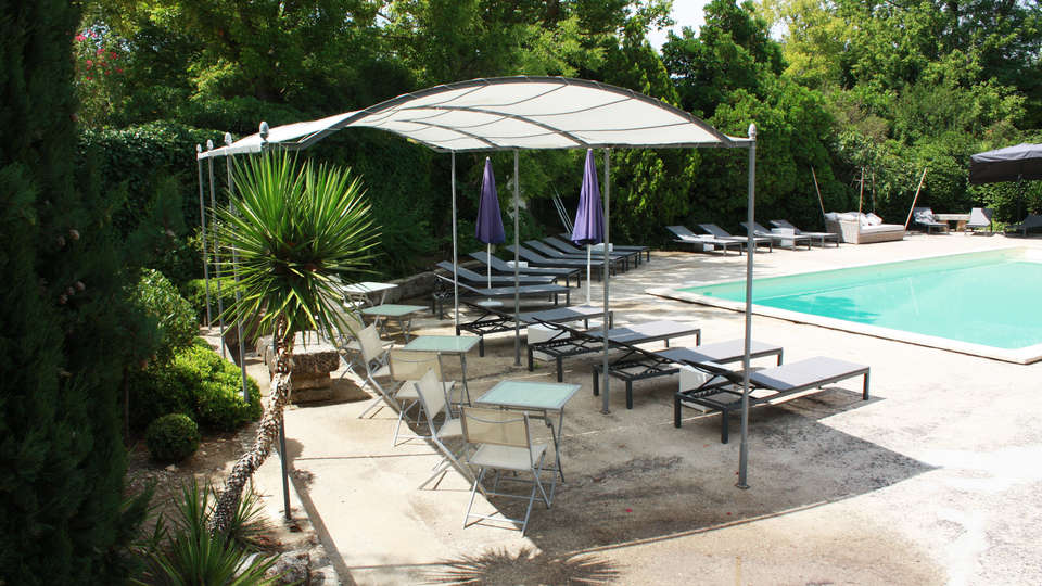 Hostellerie du Domaine de Cabasse - EDIT_pool1.jpg