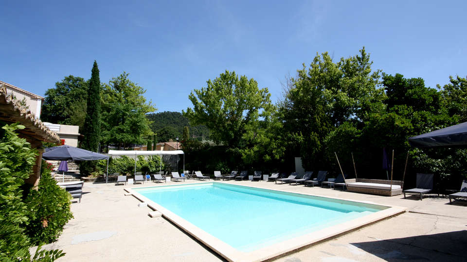 Hostellerie du Domaine de Cabasse - EDIT_pool2.jpg
