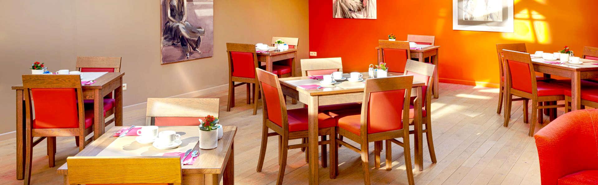 Adagio Hotel - Edit_Restaurant3.jpg
