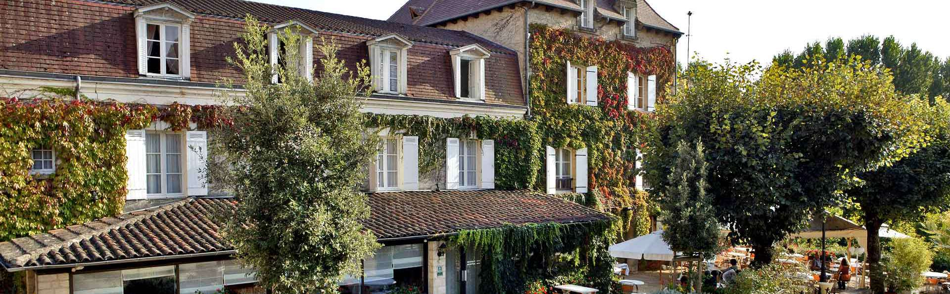 Hostellerie du Passeur - Edit_Front2.jpg