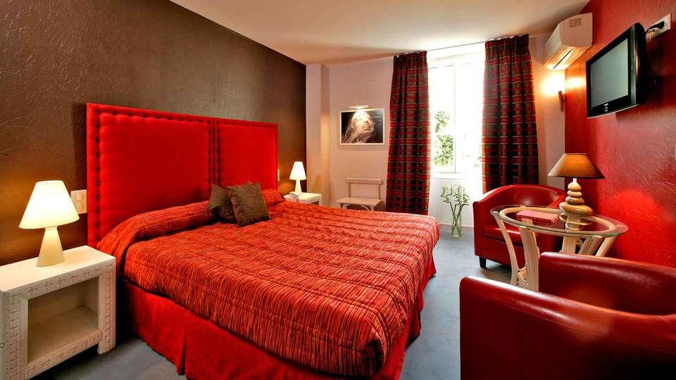 Hostellerie du Passeur - Edit_Room2.jpg