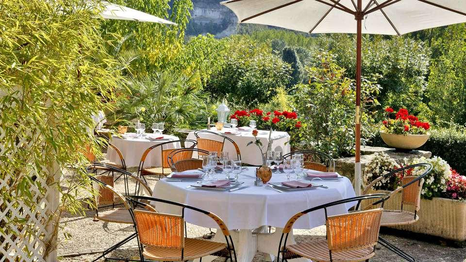 Hostellerie du Passeur - Edit_Terrace2.jpg