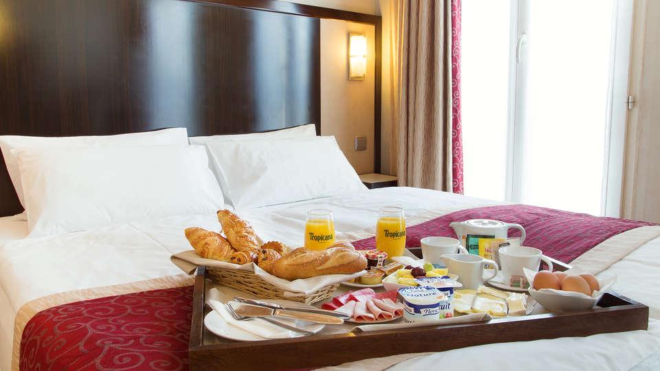 Hotel André Latin - EDIT_Room_5.jpg