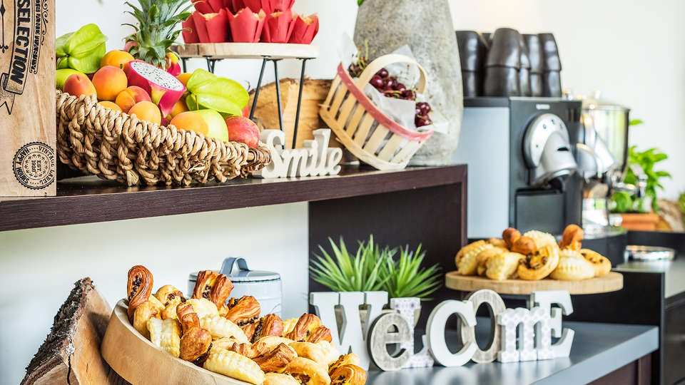 Radisson Blu Hotel Paris Boulogne - EDIT_NEW_buffet.jpg