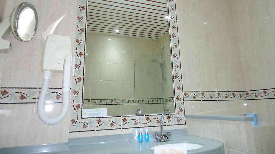 Hôtel Astrid - Edit_Bathroom.jpg