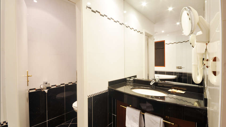 Hôtel Bristol Mulhouse - EDIT_bath.jpg