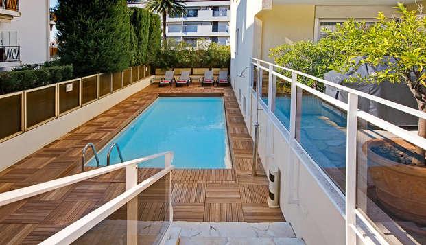 Fuga in città nella Costa Azzurra a Cannes