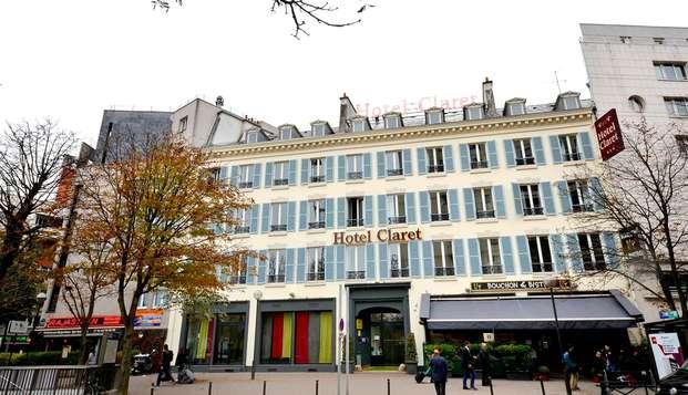 En pareja en un hotel de encanto en el corazón de París