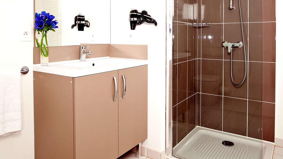 Residhome Paris-Asnières Park - Edit_Bathroom2.jpg