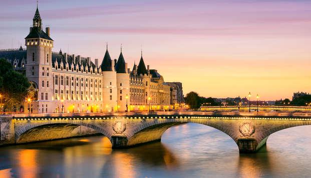 Escapada romántica con champán y crucero por el Sena en París