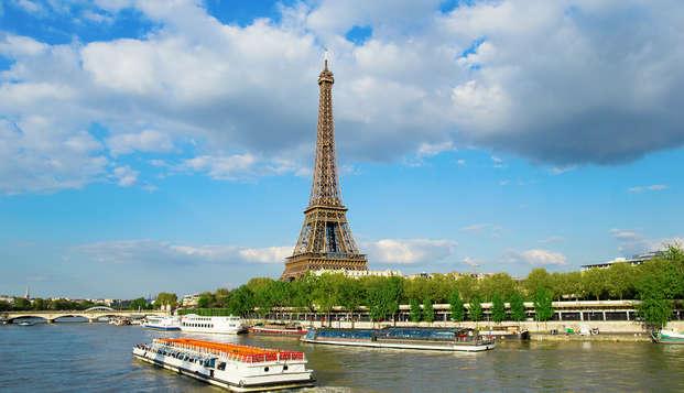 Escapada en habitación deluxe con hidromasaje a pocos pasos de los Campos Elíseos en París