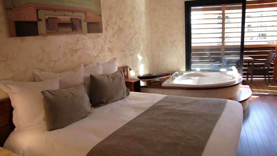 Ile du Gua Suites - Edit_Room4.jpg