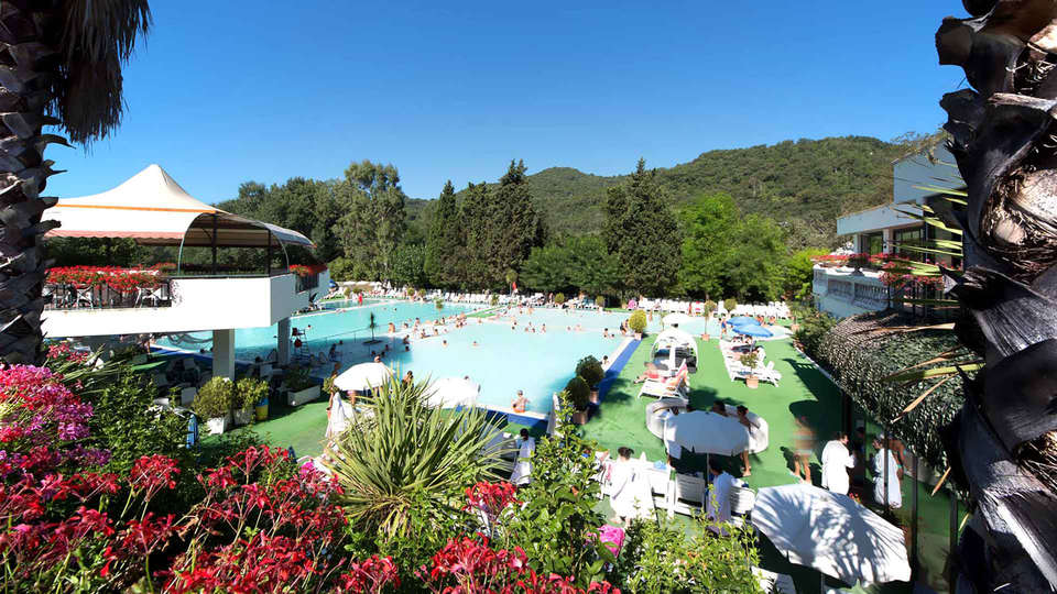 Hotel Terme Rosapepe - Edit_Pool.jpg