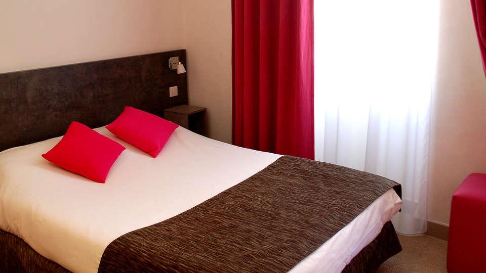 Hôtel de la Fontaine - Edit_Room10.jpg