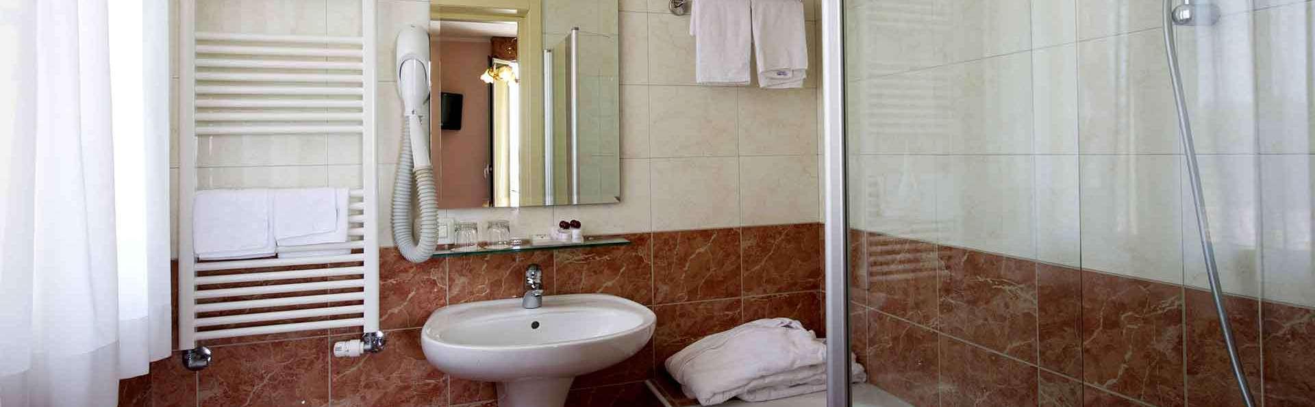 Viktoria Palace Hotel - Edit_Bathroom.jpg