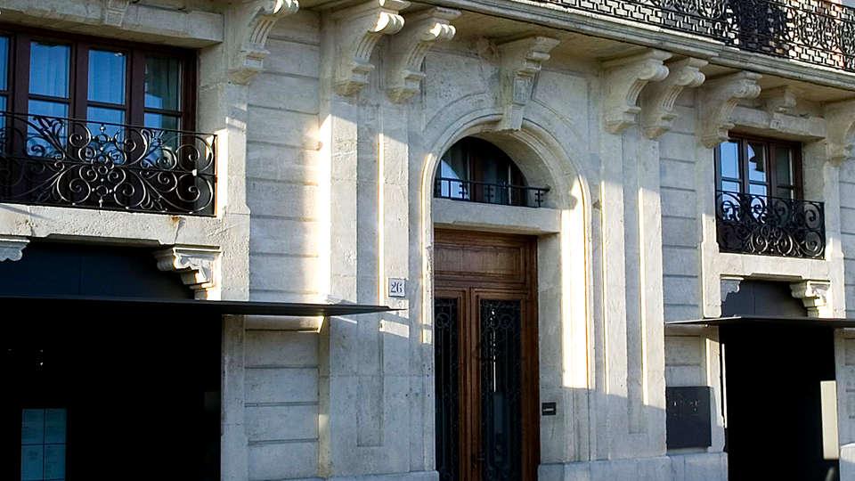 Mercer Casa Torner i Güell - Edit_Entrance2.jpg