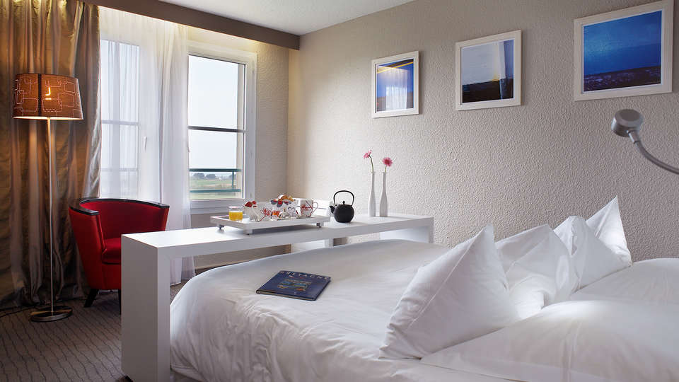 Hôtel de la Butte  - EDIT_Room_3.jpg