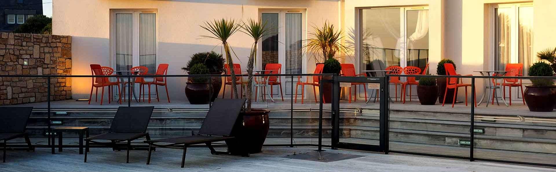 Hôtel Restaurant Le Castel Ac'h - Edit_Terrace2.jpg