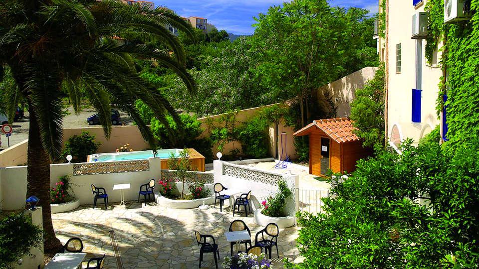 Hôtel des Elmes - Edit_Terrace2.jpg