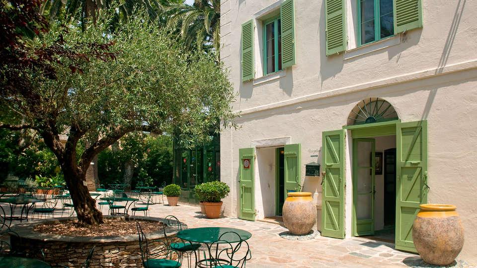 Hôtel Demeure Castel Brando - EDIT_terrace.jpg